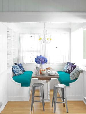 White-breakfast-nook-classic-california-house-0612-mdn